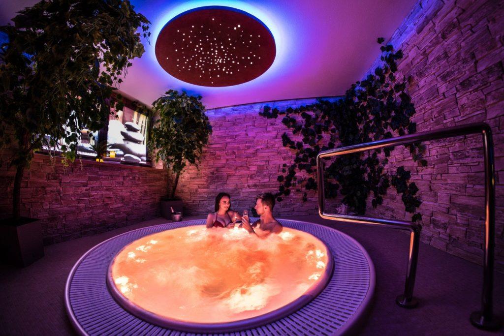 7 Jacuzzi chromotherapy, Vírivá vaňa - Wellness Paradise Žilina, Sauna & SPA, Relax