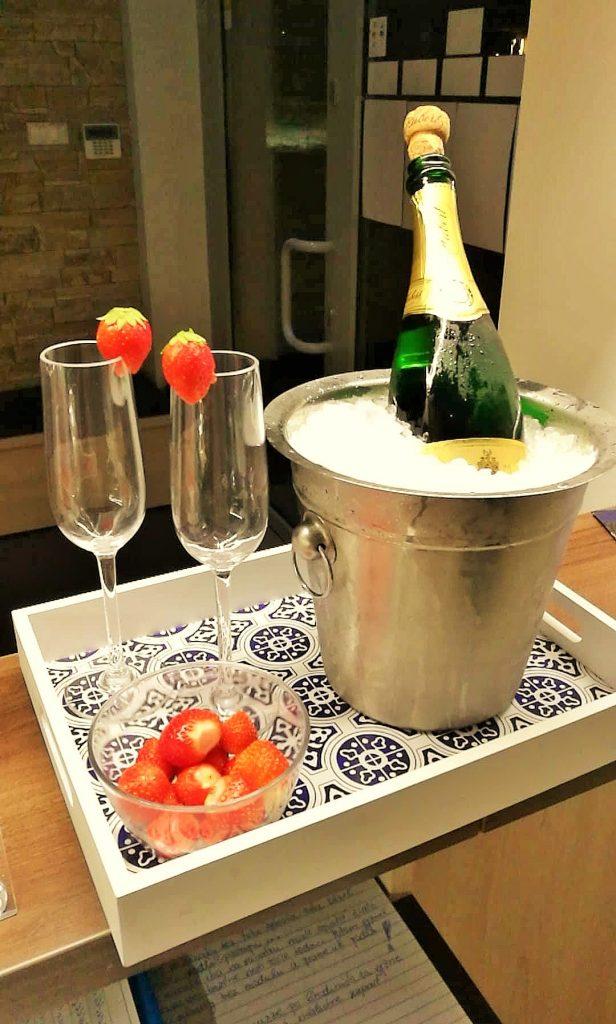 23 Champagne, Šampanské Hubert DeLuxe 700ml s jahodami